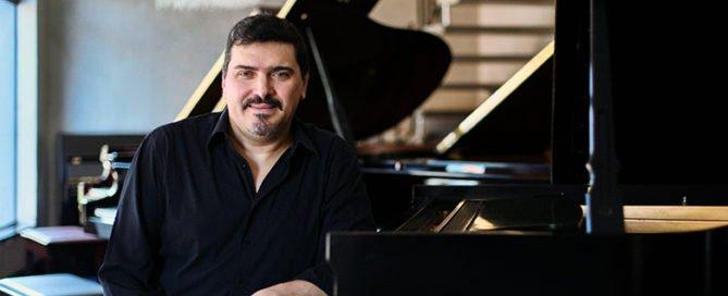 Pianista, compositor, maestro e arranjador Marco Bernardo.